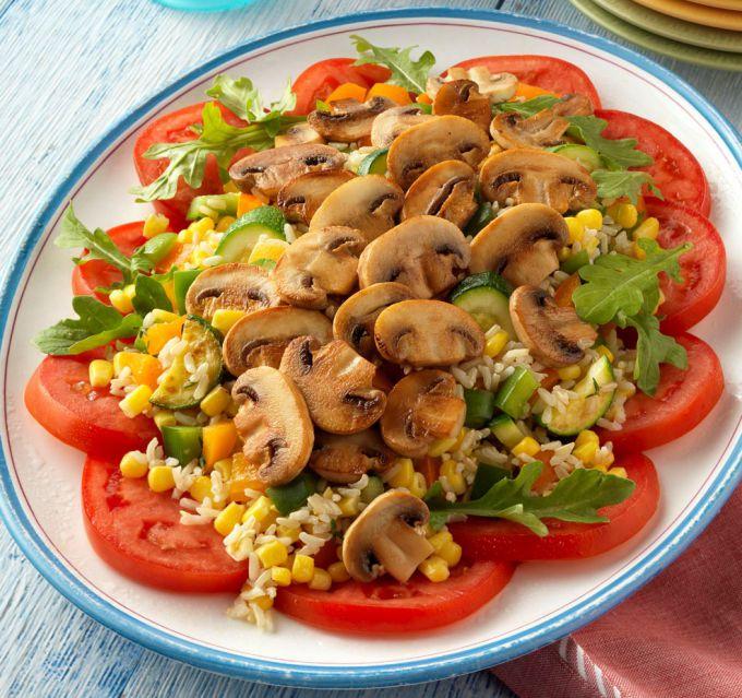 Слоеный салат с грибами: пошаговые рецепты с фото для легкого приготовления