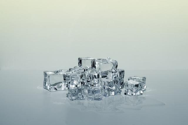 Ледяные кубики для лица с секретными ингредиентами