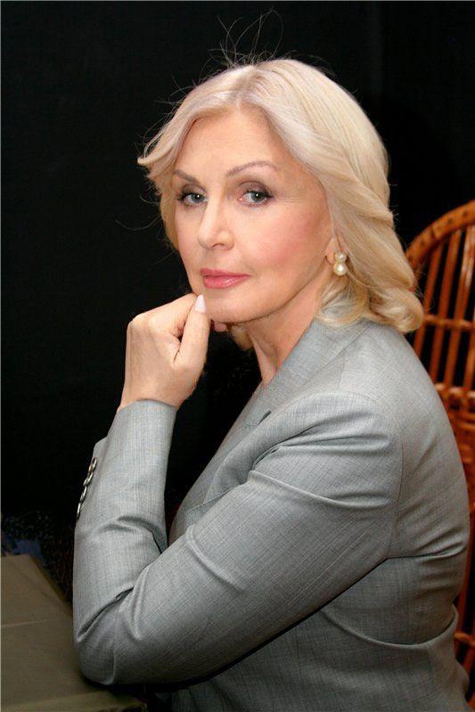 Взгляд красивой и мудрой женщины