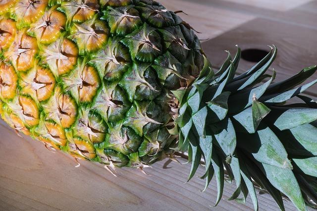 Чем опасен ананас