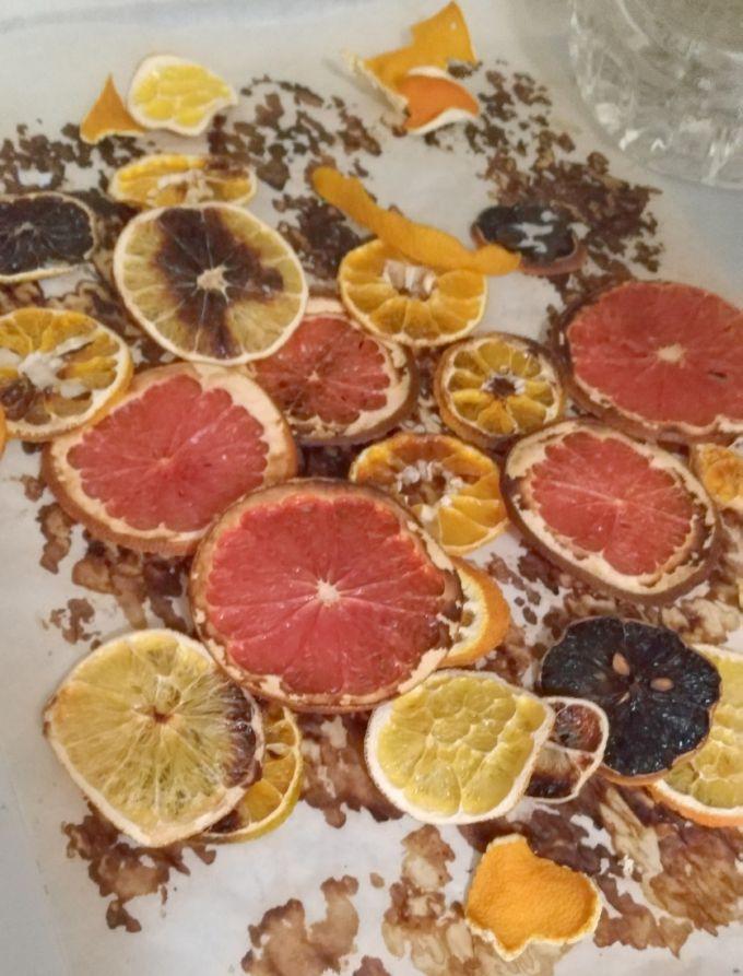Засушенные дольки цитрусовых