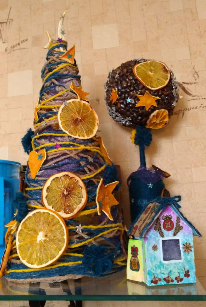 Украшение самодельной новогодней ёлки