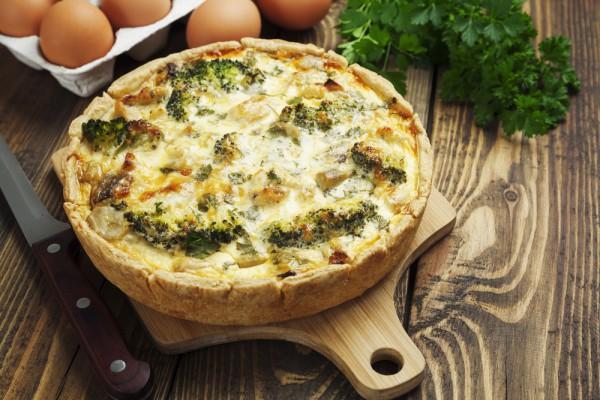 Как вкусно приготовить брокколи: киш с адыгейским сыром и зеленью