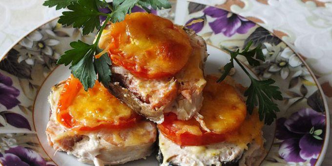 Как приготовить горбушу с овощами в духовке