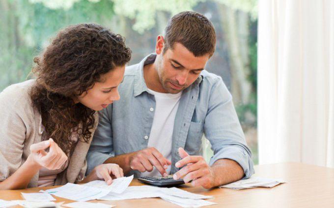 Что делать, если муж попрекает деньгами жену