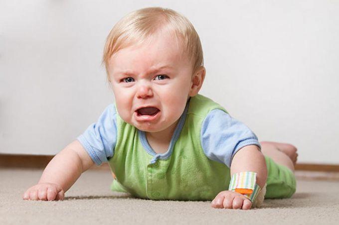 Почему ребенок бьется головой