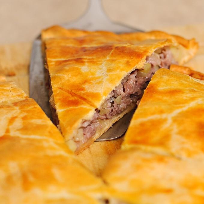 Как приготовить легкий и быстрый пирог с мясом