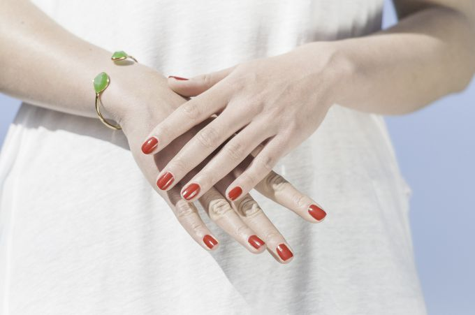 How to use gel-varnish for nails