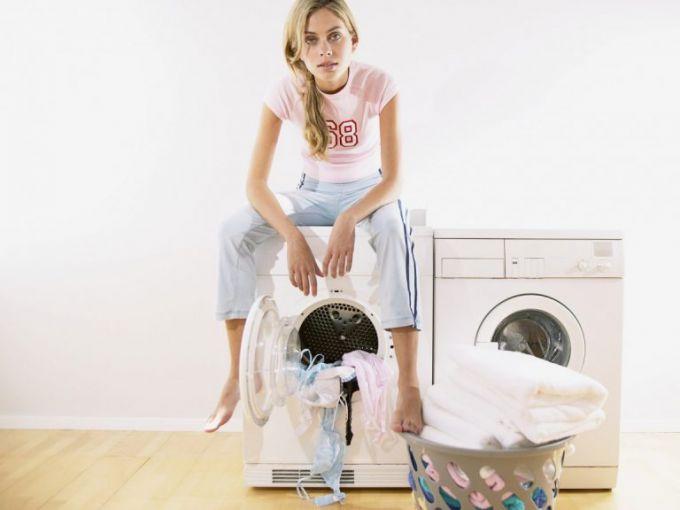 Почему стиральная машина прыгает при отжиме