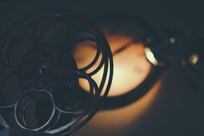 Как выбрать хороший фильм. Photo by Timothy Eberly on Unsplash