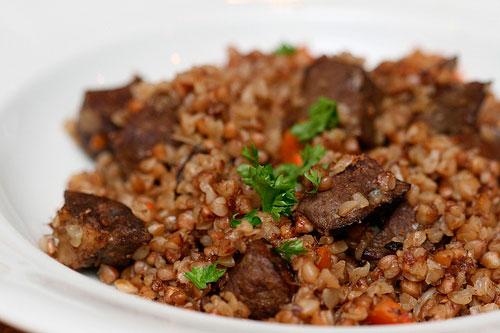 Как приготовить гречневую кашу с мясом в духовке