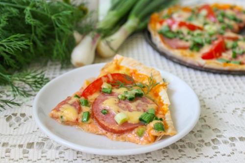 Как приготовить пиццу из лаваша с колбасой и сыром