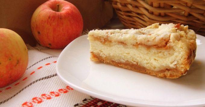 Как испечь насыпной пирог с творогом и яблоками