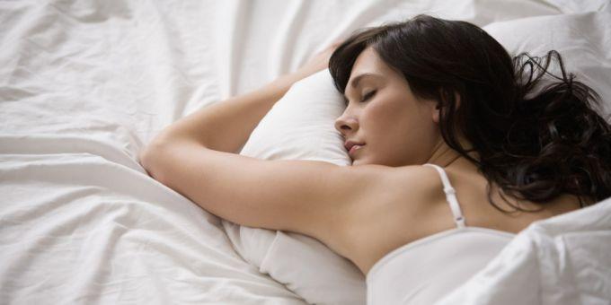 Кому нельзя спать на животе