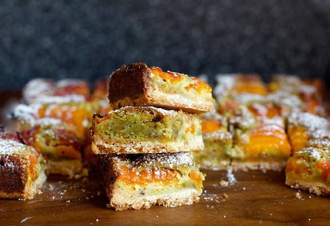Как приготовить очень вкусный пирог с абрикосами в духовке: пошаговый рецепт