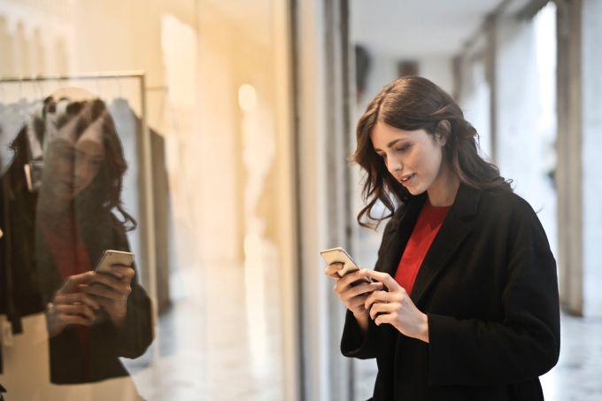 Смартфоны с гибким экраном появятся на рынке в ближайшее время