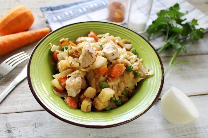 Капуста с мясом и картошкой в мультиварке - пошаговый рецепт с фото