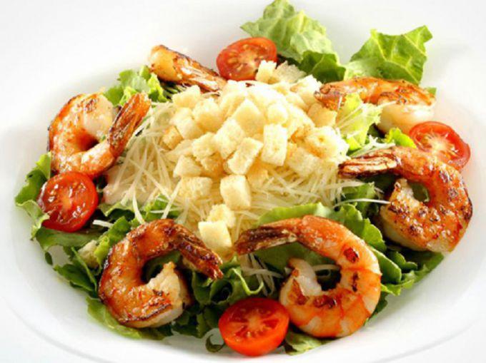 Как приготовить салат с королевскими креветками