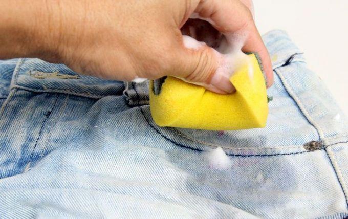 Как убрать пятно от тополиной почки с одежды