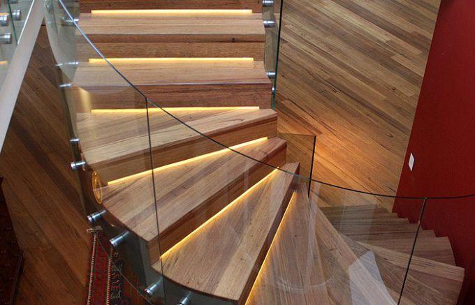 Отделка ламинатом балконов, лестниц и других конструкций