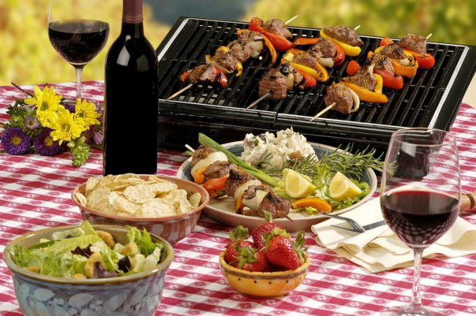 10 рецептов для праздника на даче