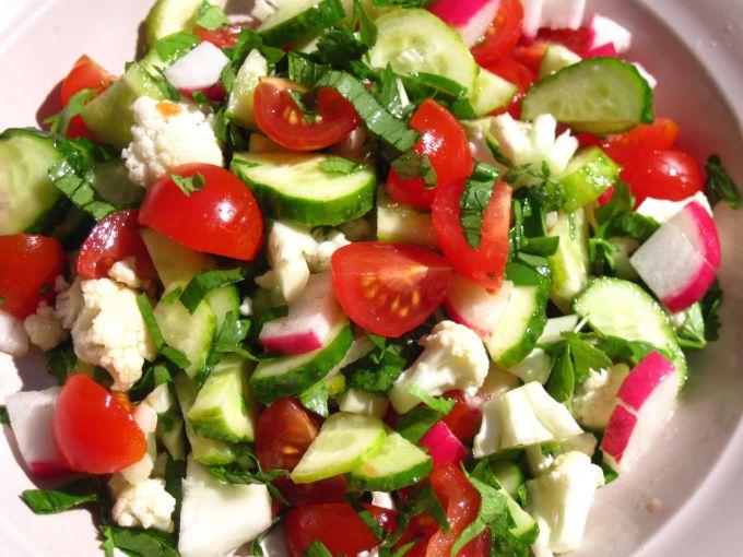 Легкие витаминные салаты: рецепты