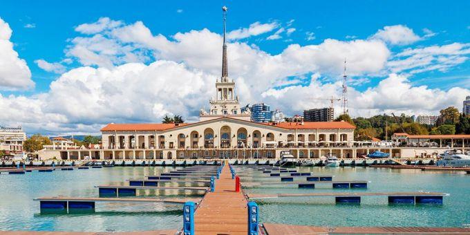 Морской вокзал в Сочи (Россия)