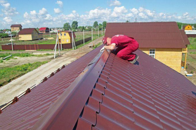 Крепление конька на шиферной крыше