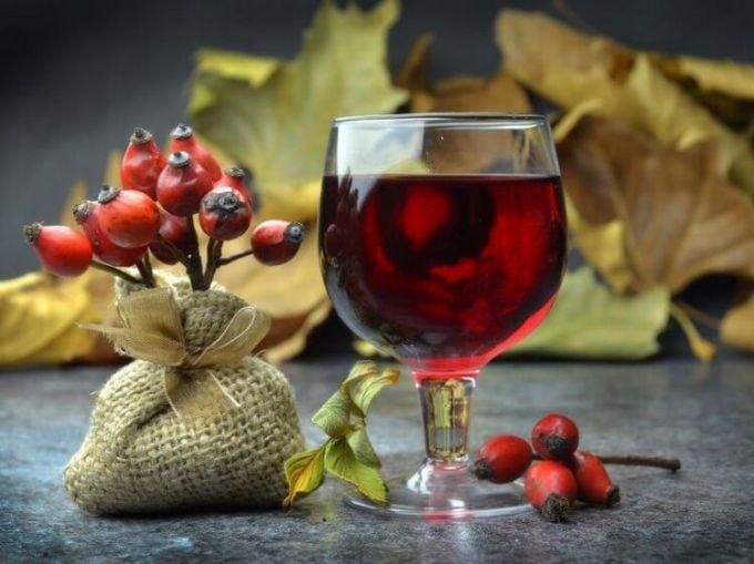 Домашний ликер из ягод шиповника