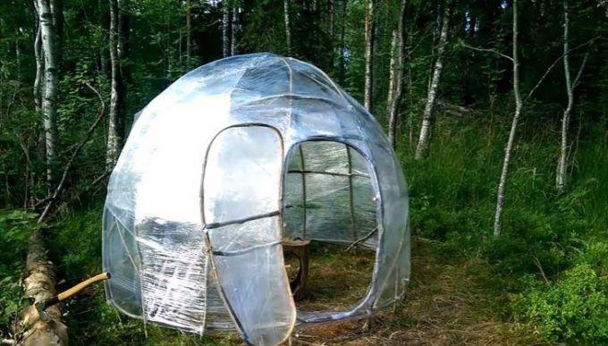 Как сделать домик-палатку из веток и упаковочной пленки