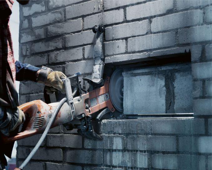 Алмазная резка проемов  в бетонных и кирпичных стенах