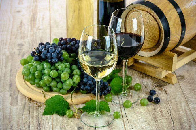 Как сделать вино из винограда, черной смородины и яблок