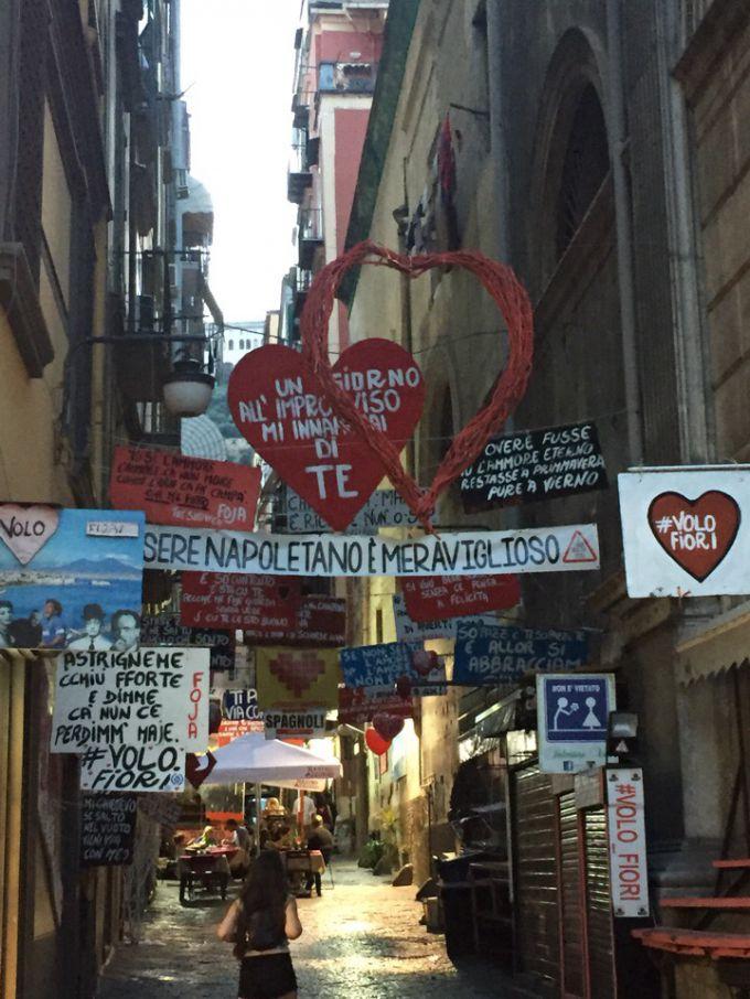 Одна из центральных улиц Неаполя