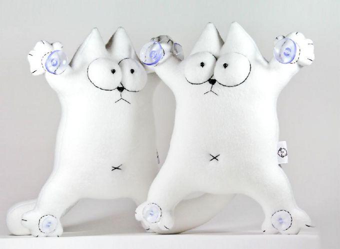 Кота Саймона с присосками на лапах легко сшить своими руками