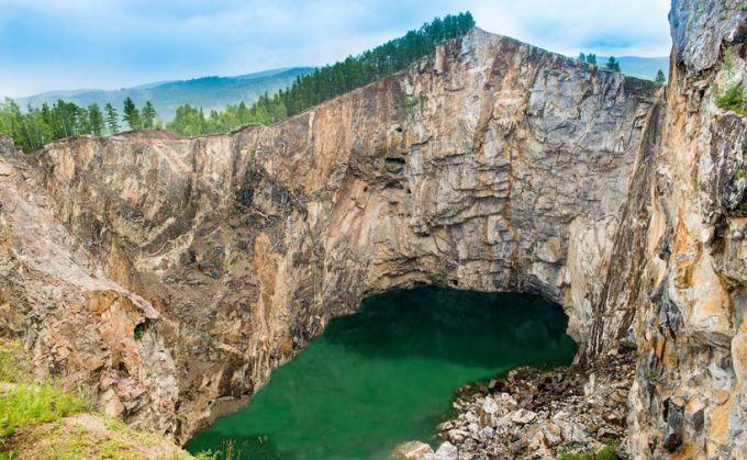 Туимский провал в Ширинском районе Хакасии