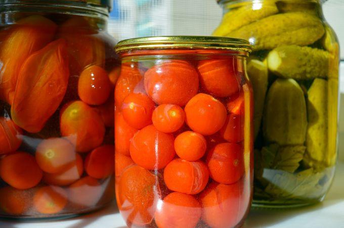 Что делать, если рассол в банке с помидорами помутнел