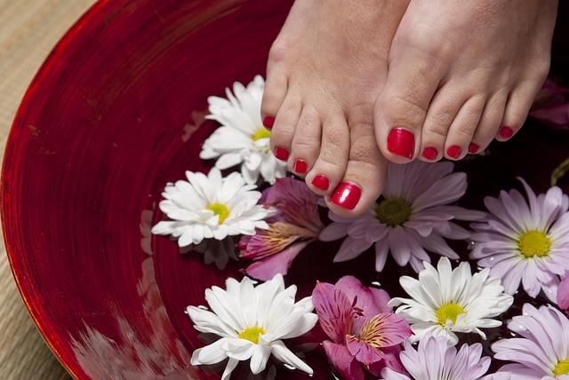 Ванночка для ног как часть домашнего ухода за ногами