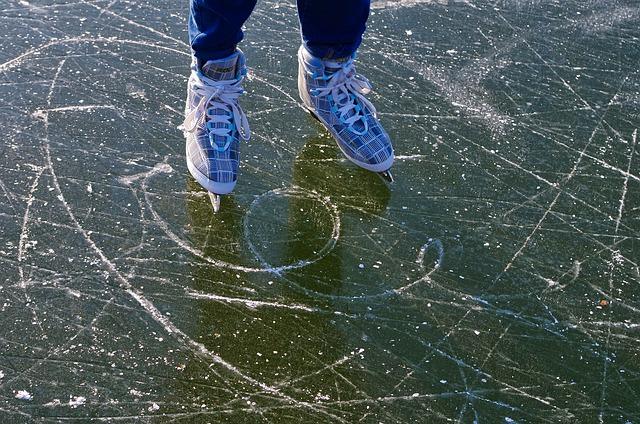 Кататься на коньках зимой