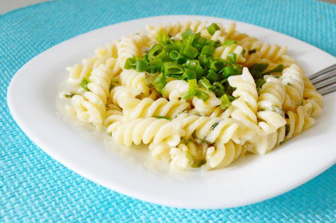 Макароны с зеленым луком и сметаной: пошаговый рецепт с фото