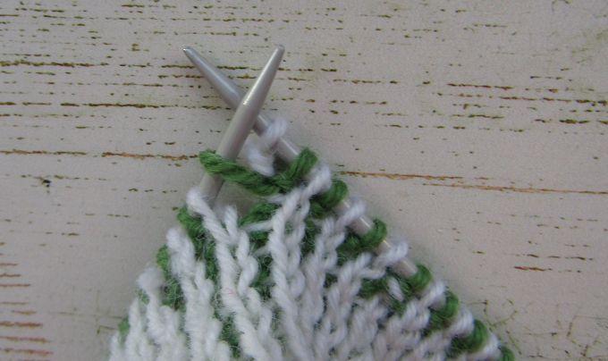 Как убавить и прибавить петли в двухцветном вязании
