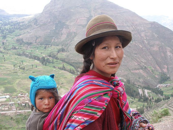 Мать с ребенком, Перу Фото: quinet / Wikimedia Commons