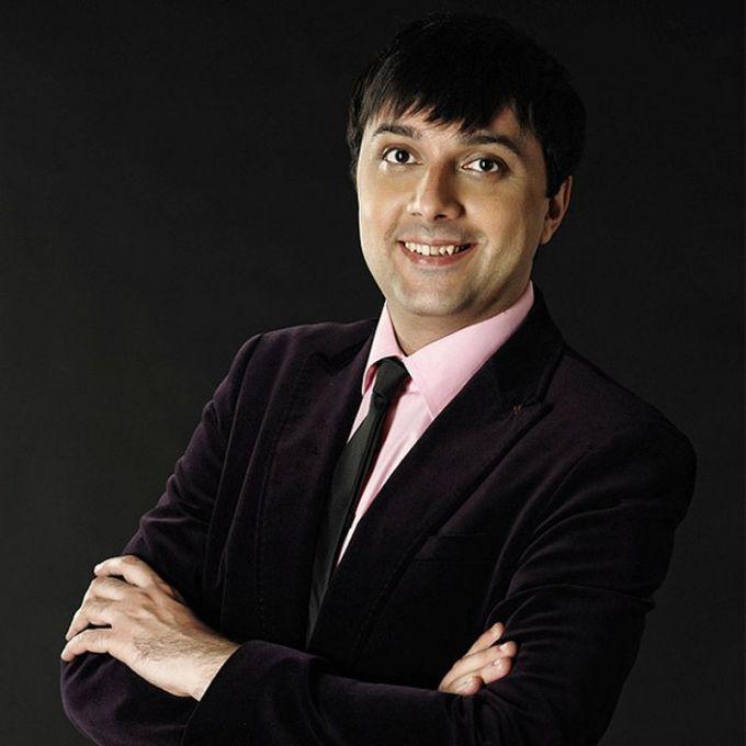 Поп-певец и автор песен Аслан Гусейнов