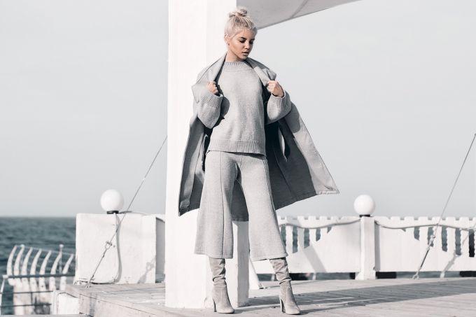 Стильный серый total look для офиса