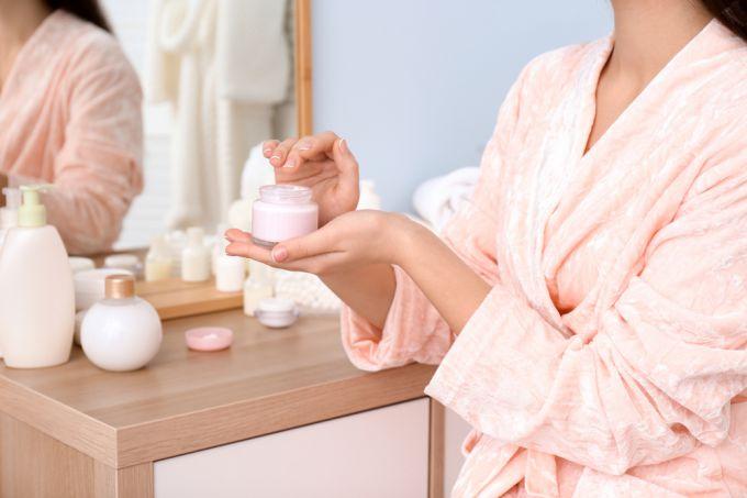 Почему следует использовать и дневной, и ночной крем для лица