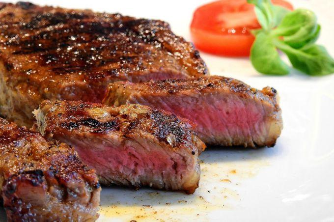 Как жарить стейк из говядины на сковороде гриль
