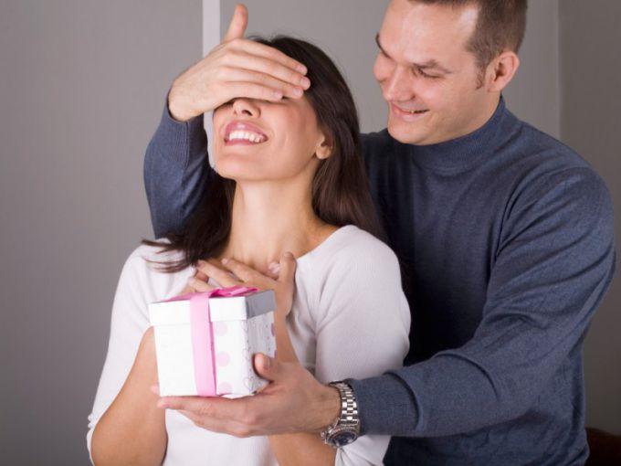 Как сделать, чтобы мужчина захотел дарить подарки