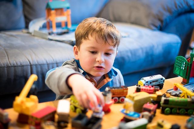 Что делать, если ребенок ломает игрушки