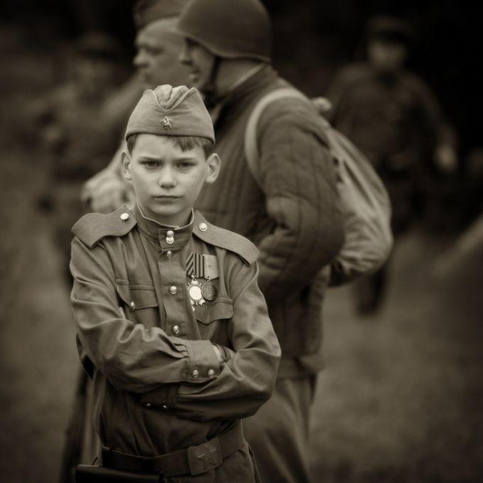 """Во время Великой Отечественной войны было зафиксировано огромное количество детских судеб, схожих с классическим """"сыном полка""""."""