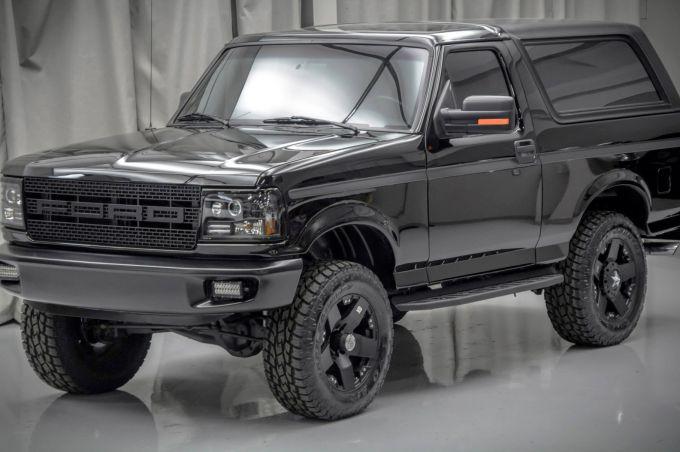 Легендарный Ford Bronco - не машина, а зверь!