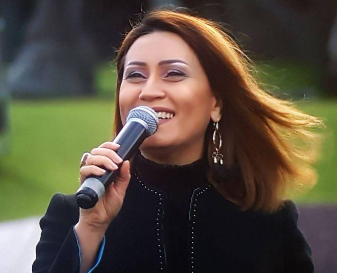 Певица Азерин
